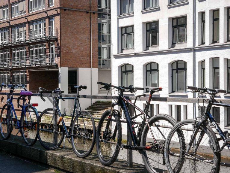 Hamburg-bikes-canal
