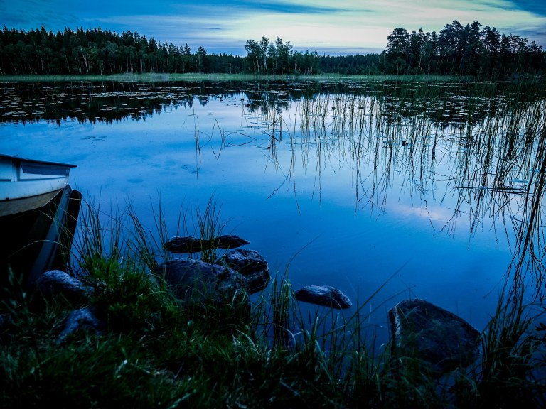 Sweden-lake-wild-camping_10