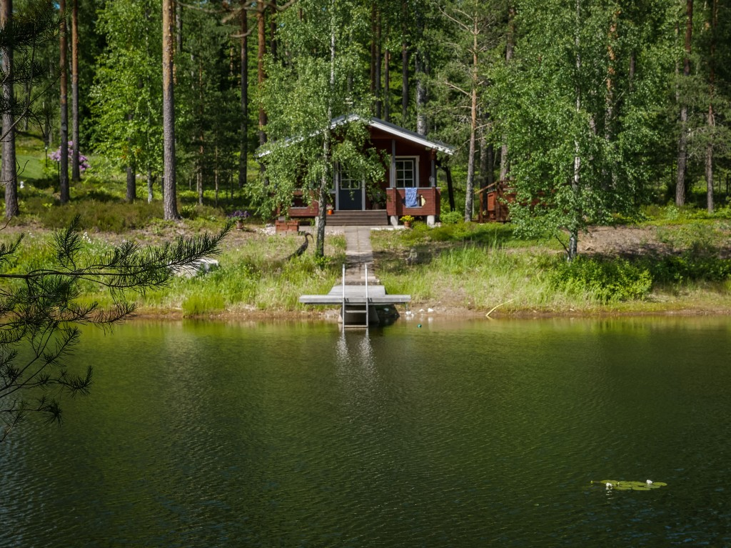 Finland-wooden-house-lake