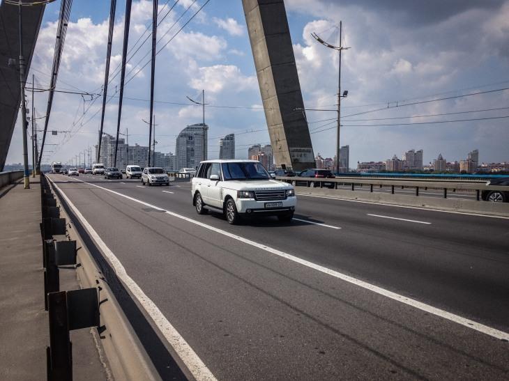 Impressive bridges for shining cars