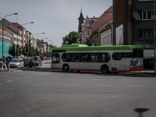 Buses designed like cars