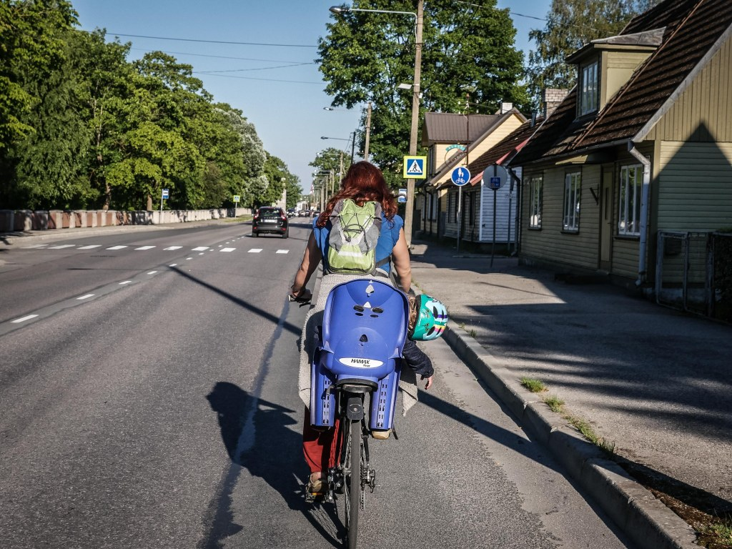 Estonia-Parnu-bike-mother-and-child