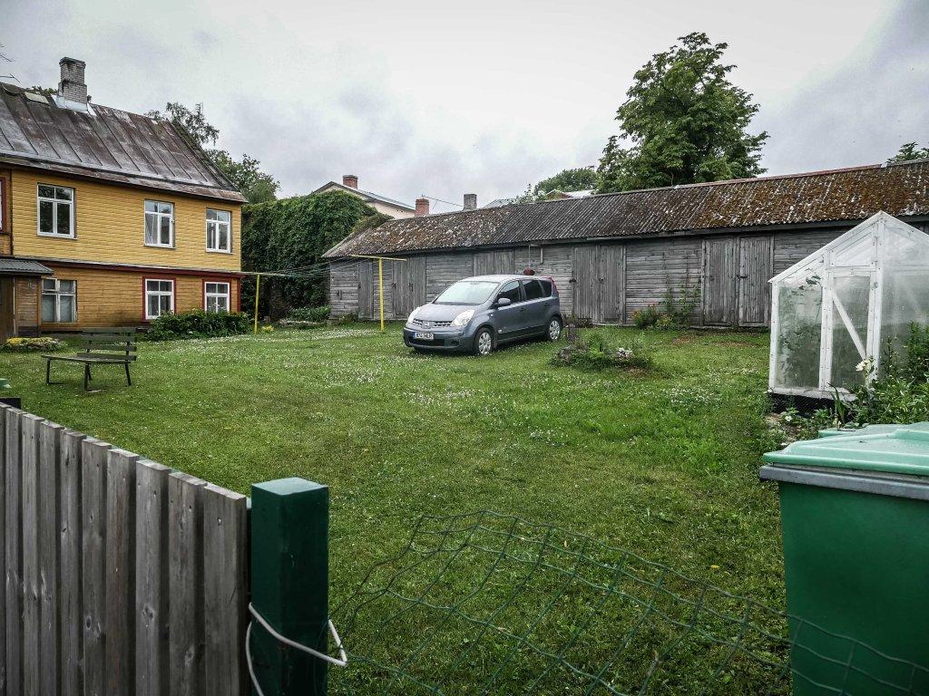 Nissan-note-car-garden
